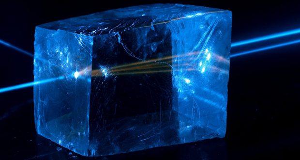 Ученые обнаружили новый способ заставить кристаллы изгибаться под влиянием света