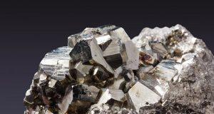 Ученые предложили новую теорию для объяснения прозрачности оксидов металлов